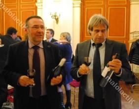 Sur la table des fiançailles, des vins de Fronton et de Cahors. Ici, Michel Defrancès et Jean-Marie Sigaud (Crédit : Johan Gesrel.)